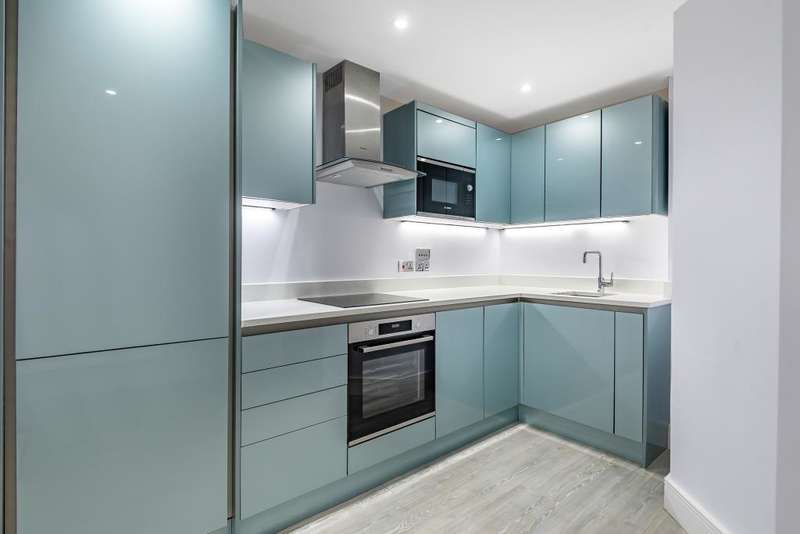 1 Bedroom Flat for sale in Reading, Berkshire, RG7