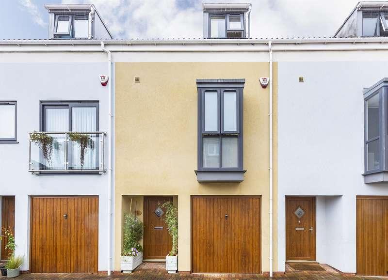3 Bedrooms Terraced House for sale in Smyth Lane, Ashton, Bristol, BS3 2DE