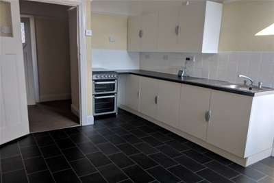2 Bedrooms Flat for rent in Ilford ,IG2 7DS