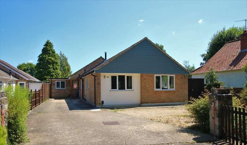 3 Bedrooms Detached Bungalow for sale in Simons Lane, Wokingham, RG41