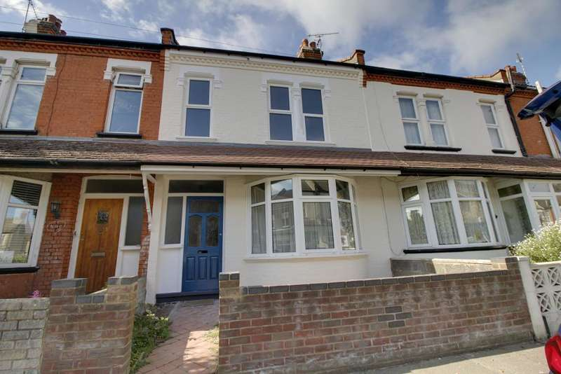 4 Bedrooms Terraced House for rent in Oban Road, Southend on Sea, Essex, SS2 4JJ