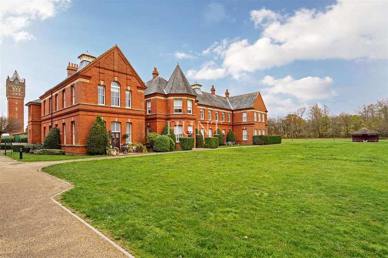 2 Bedrooms Apartment Flat for sale in Osborne House, Woodford Green, Essex IG8