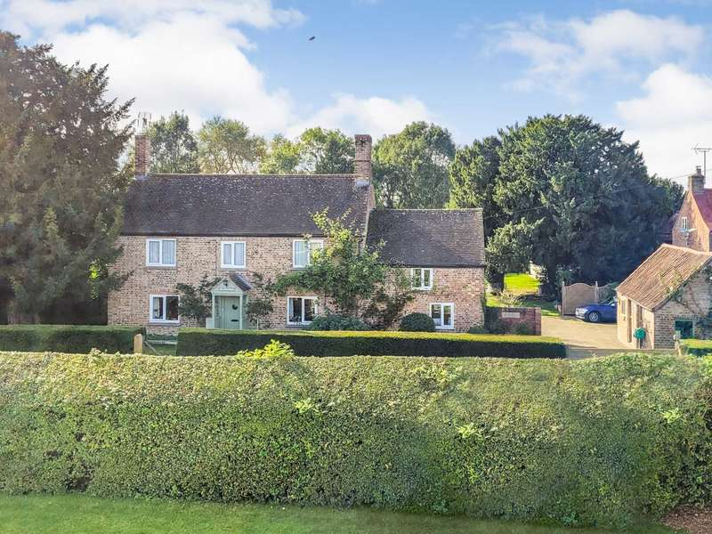 3 Bedrooms Detached House for sale in Churchend, Slimbridge, Gloucestershire