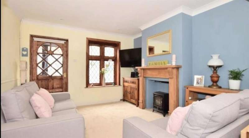 2 Bedrooms Terraced House for sale in Ongar Road, Brentwood