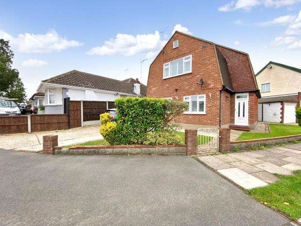 4 Bedrooms Detached House for sale in Bellhouse Crescent, Leigh-on-Sea, Essex