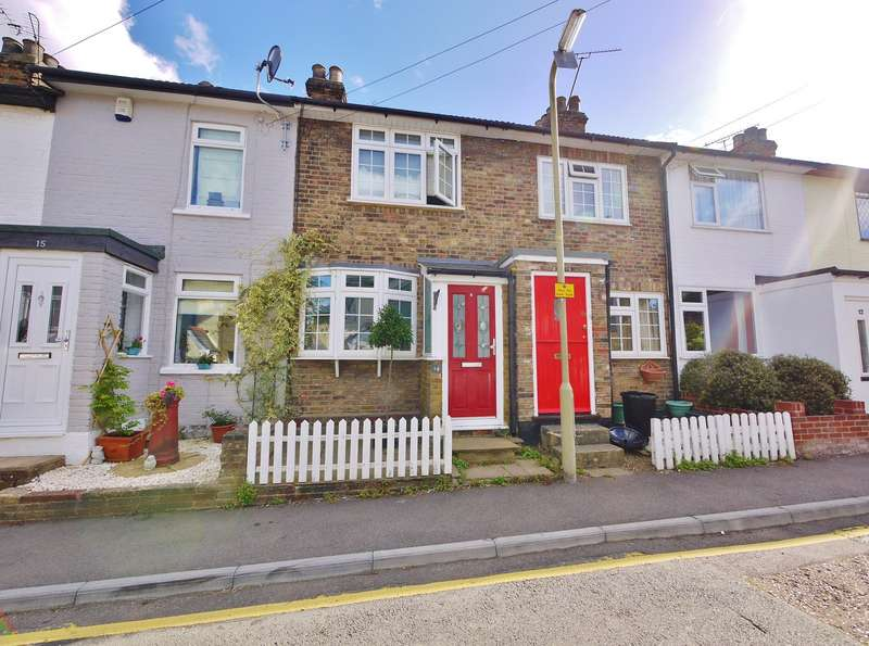 2 Bedrooms Cottage House for rent in St Peters Road, Brentwood, CM14
