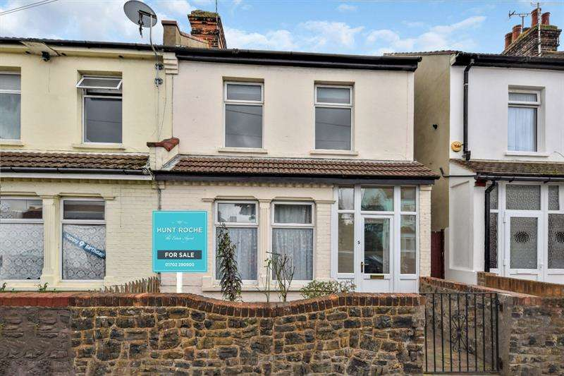 3 Bedrooms End Of Terrace House for sale in Waterloo Road, Shoeburyness, Essex, SS3