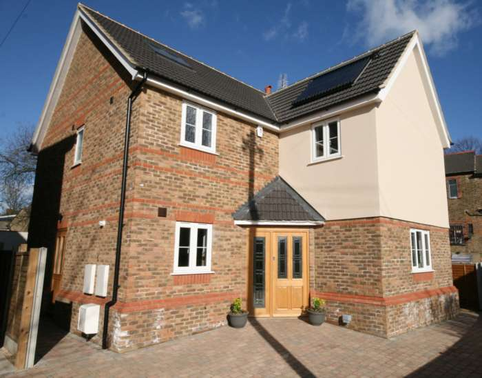 4 Bedrooms Detached House for rent in Westbury Road, Brentwood - 0.4 miles to Brentwood BR Station