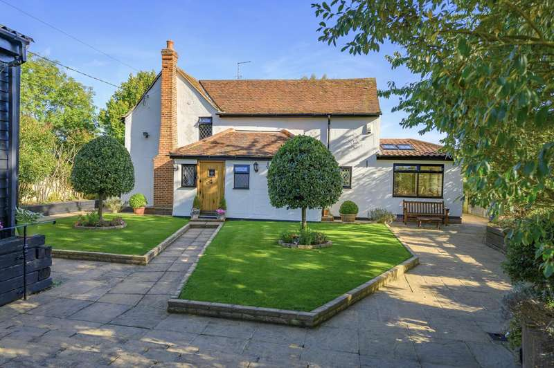 3 Bedrooms Detached House for sale in Chelmsford Road, White Roding, Dunmow