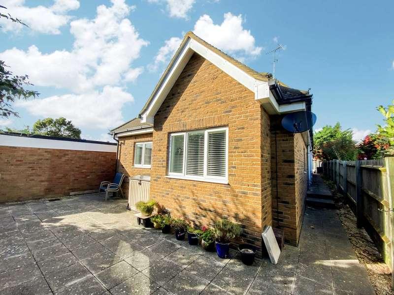 3 Bedrooms Duplex Flat for sale in Tyrrells Mews, Billericay