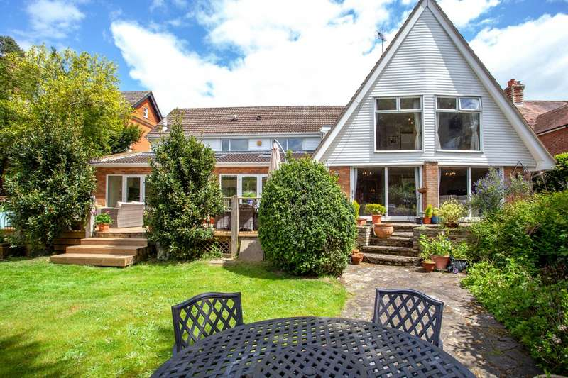 5 Bedrooms Detached House for sale in Wargrave Road, Twyford, Berkshire, RG10