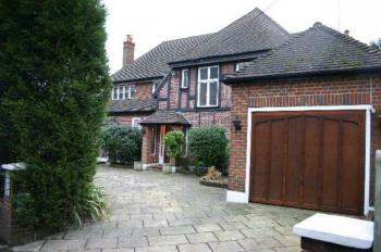 5 Bedrooms Detached House for sale in Magpie Hall Road, Bushey Heath