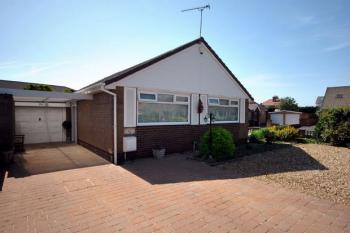 2 Bedrooms Detached Bungalow for sale in 26 Gisburn Avenue, LYTHAM ST ANNES, Lancashire