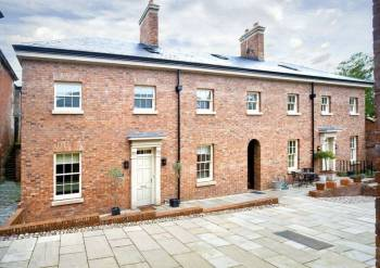 3 Bedrooms Mews House for sale in PATSHULL HALL, BURNHILL GREEN.