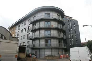 2 Bedrooms Flat for sale in Roden Street, Ilford