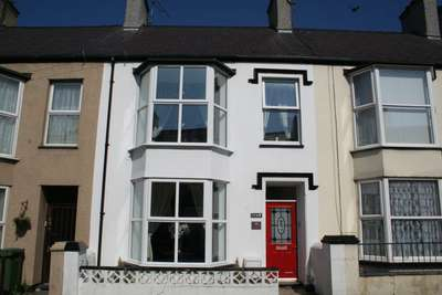4 Bedrooms Terraced House for sale in Greenfield Terrace, Holyhead, Anglesey