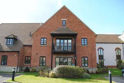 2 Bedrooms Flat for sale in Motcombe Grange, Motcombe, Shaftesbury