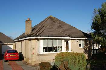 3 Bedrooms Detached Bungalow for sale in Jerviswood Drive, Cleghorn