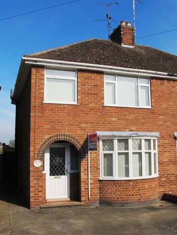 3 Bedrooms Semi Detached House for sale in 47 Breakleys Road Desborough Northamptonshire NN14 2PT