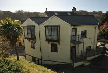 4 Bedrooms Flat for sale in First floor 4 bedroom apartment in Combe Martin.