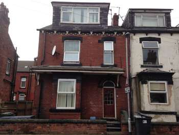 4 Bedrooms Terraced House for sale in 4 Whingate Grove, Leeds
