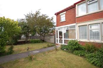 3 Bedrooms End Of Terrace House for sale in St Annes Road, South Shore