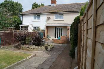 2 Bedrooms Terraced House for sale in Camp Road, Freshwater