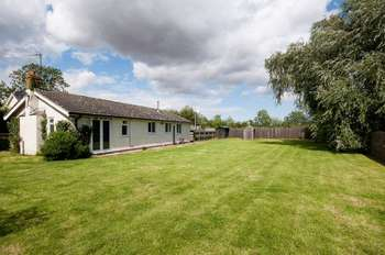 1 Bedroom Detached Bungalow for sale in Newfields Lodge, Lumby Lane, Howden, DN14 7LT