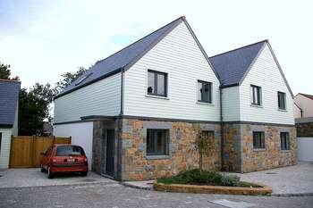 3 Bedrooms Semi Detached House for sale in St Peter Port
