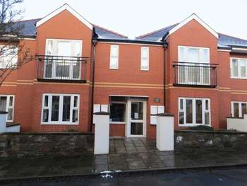 2 Bedrooms Flat for sale in Thomas Court, Harrismith Road, Cardiff