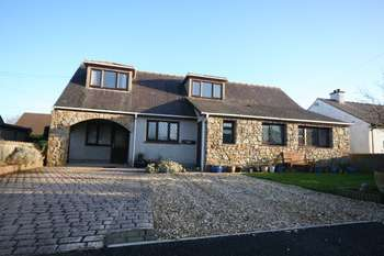 4 Bedrooms Detached Bungalow for sale in Rhostrehwfa, Llangefni