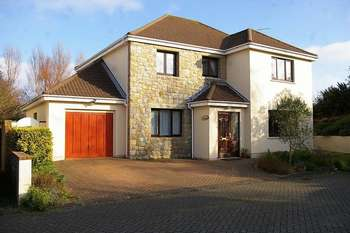 4 Bedrooms Detached House for sale in Vale Investment Property