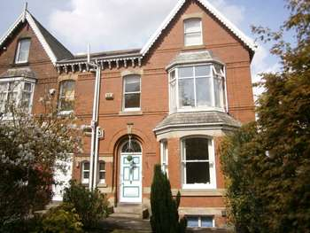 5 Bedrooms Semi Detached House for sale in Manchester Road, Castleton