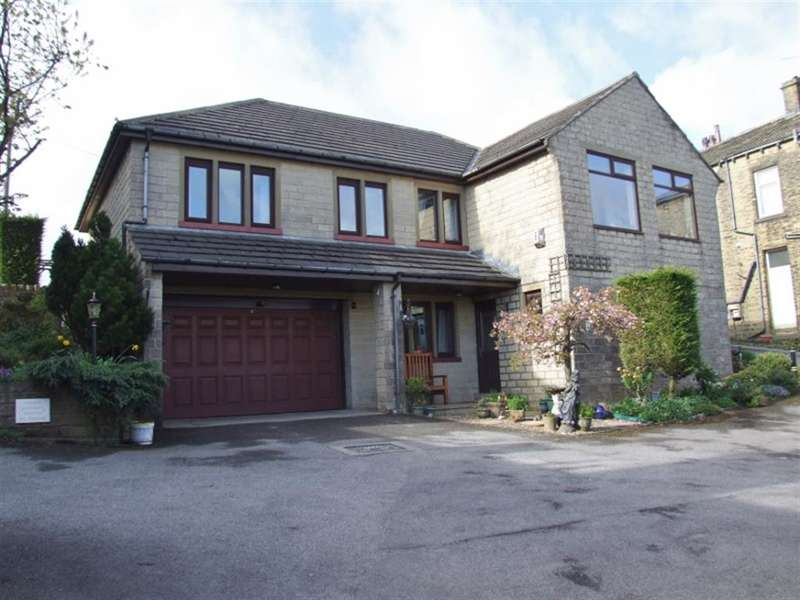 5 Bedrooms Detached House for sale in Scarlet Heights, Queensbury, Bradford, BD13 1BD