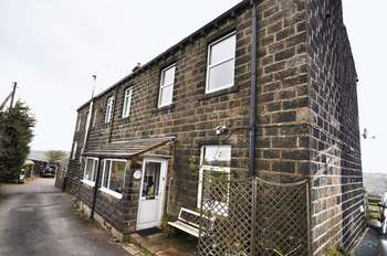 2 Bedrooms House for sale in Hebden Bridge Road, Oxenhope