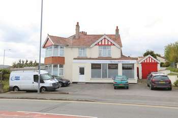 4 Bedrooms Semi Detached House for sale in Llandudno Road, Penrhyn Bay