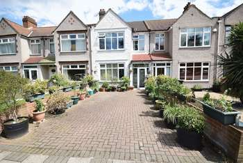3 Bedrooms Terraced House for sale in Elmers End Road, Beckenham BR3