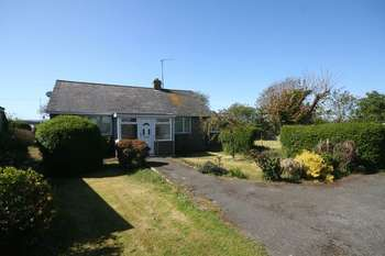 2 Bedrooms Detached Bungalow for sale in Valley, Anglesey