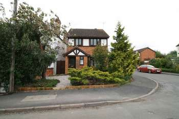 3 Bedrooms Detached House for sale in Oaks Road, Leicester