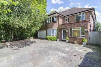 4 Bedrooms Detached House for sale in Village Road, Bush Hill Park, London, EN1