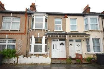 2 Bedrooms Flat for sale in Grange Avenue, London, N12