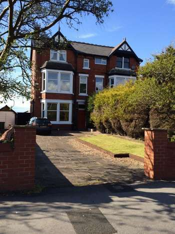 5 Bedrooms Semi Detached House for sale in St. Annes Road East, Lytham St. Annes
