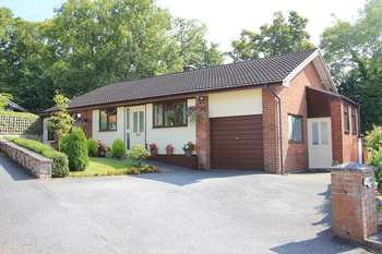 3 Bedrooms Detached Bungalow for sale in 4 Bryn Coch, Ruthin