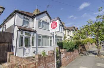 3 Bedrooms Semi Detached House for sale in Beresford Avenue, London, W7