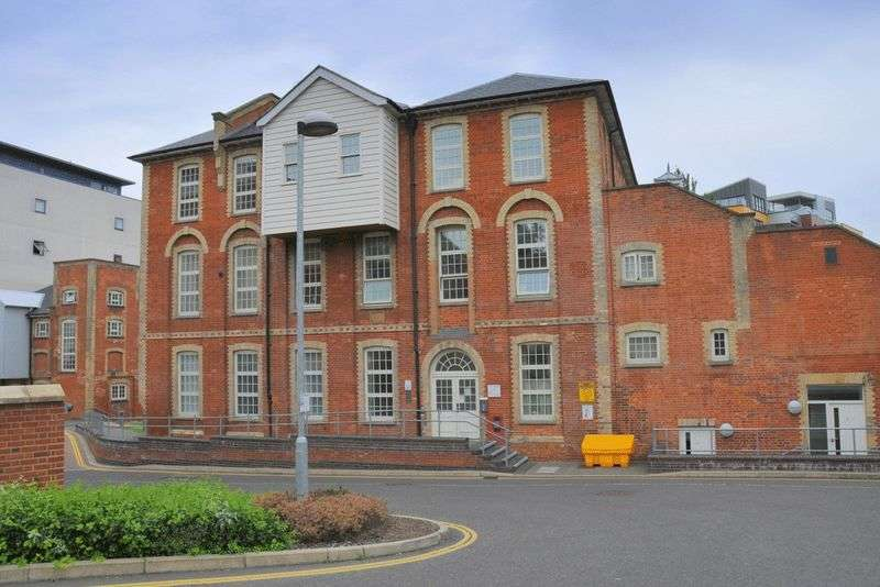 2 Bedrooms Flat for sale in Paper Mill Yard, Norwich