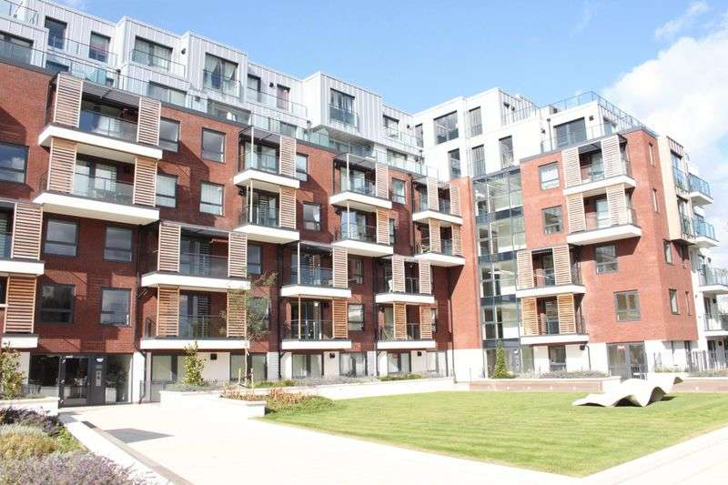 2 Bedrooms Flat for sale in Brunel Court, Green Lane, EDGWARE, Middlesex, HA8 8YT