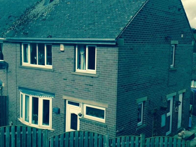 3 Bedrooms Semi Detached House for sale in The Willows, Oxspring, Sheffield