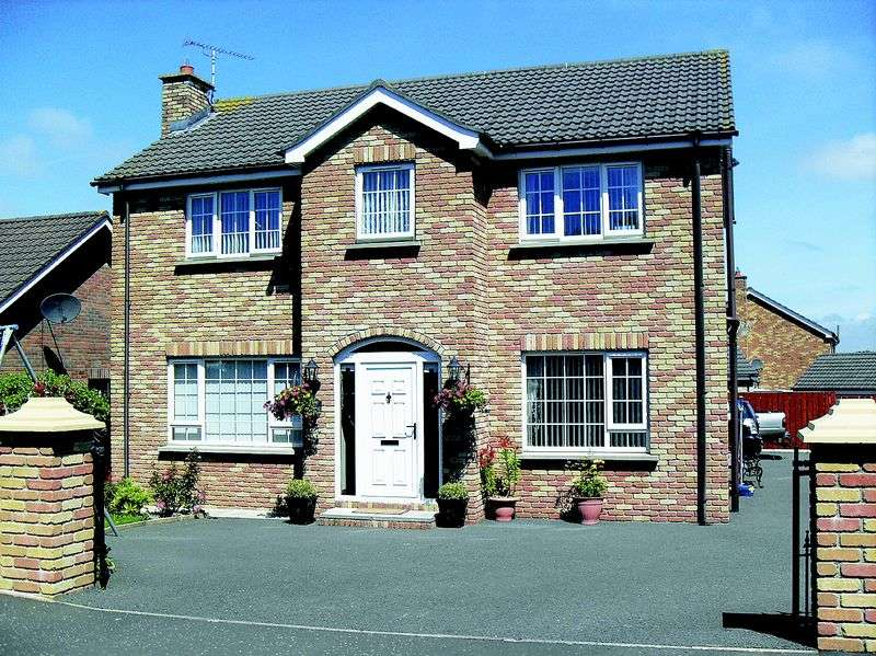 4 Bedrooms Detached House for sale in 29 Carquillan, Hilltown