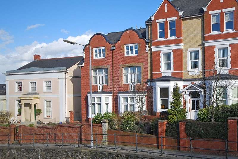 2 Bedrooms Flat for sale in Kingshill Court, Stow Hill, Newport, South Wales. NP20 4DT