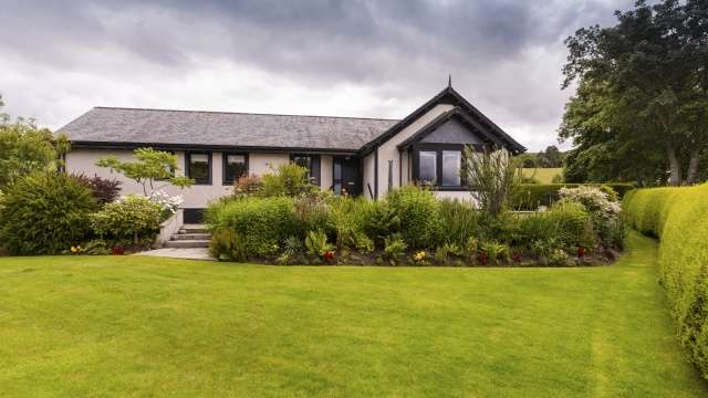 4 Bedrooms Bungalow for sale in Lentran, Inverness, Highland, IV3 8RN